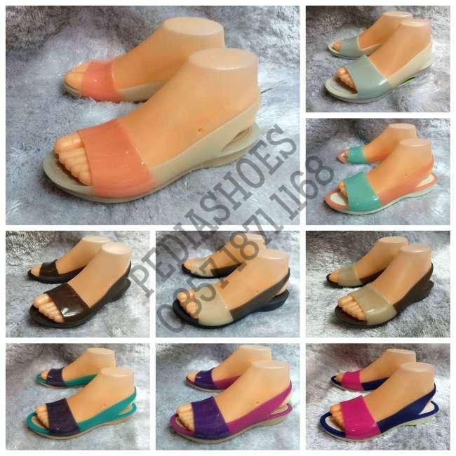 harga (garansi termurah) sepatu wanita crocs colorblock flat original Tokopedia.com
