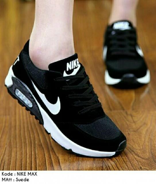 Jual Sepatu Nike Wanita Murah Sepatu Olahraga Wanita - SEPATU BETA ... 18d838f630