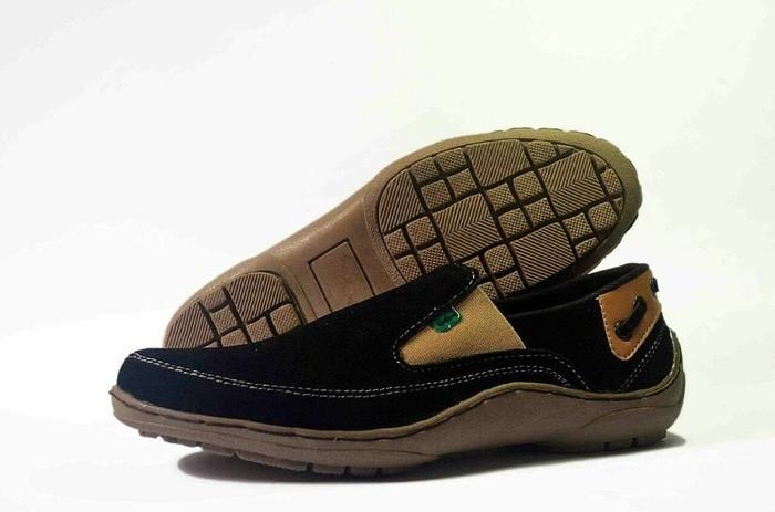 harga Super obral akhir tahun sepatu casual pria casual slipon kickers swede Tokopedia.com