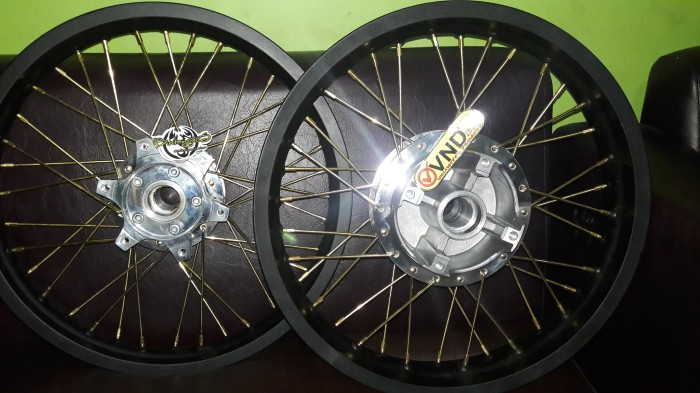 harga Velg rossi cb150r / new mega pro 2.15in 1.85in ring 17 Tokopedia.com
