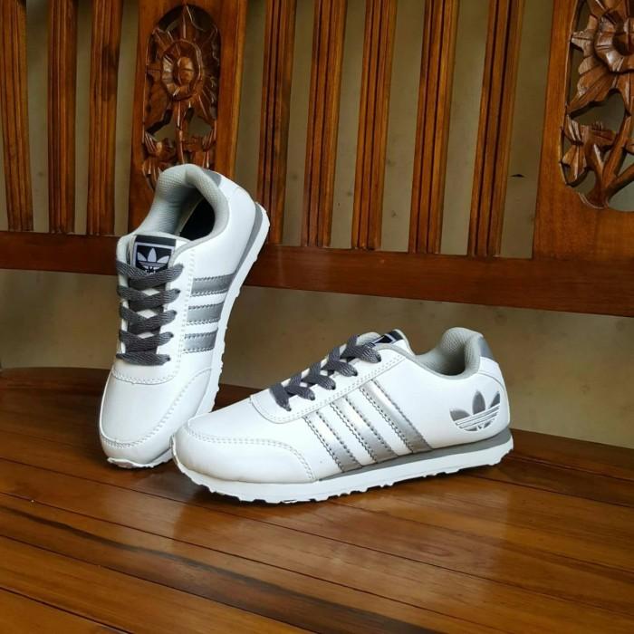 Sepatu Sport Adidas Neo V Racer Putih Silver  sepatu sandal pria cewek b7b87f0a2