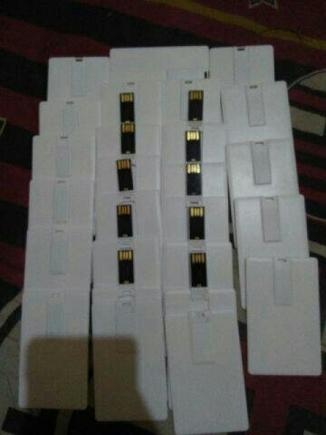 Foto Produk Flashdisk kartu 4gb polos 1years waranty.Promo!!! dari fhasion acc