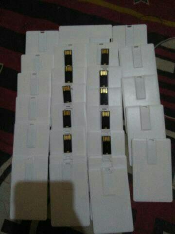 Foto Produk Flashdisk kartu 16gb polos 1 years waranty.Promo!!! dari fhasion acc