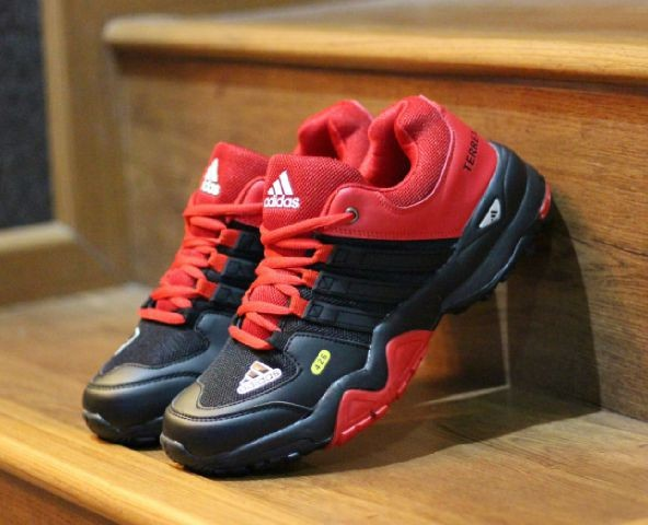 harga Sepatu olah raga/ running/ tracking/ hiking  adidas terrex traxion Tokopedia.com