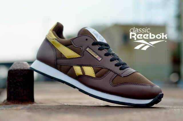 25872fa7e13 ... harga Sepatu casual sport men reebok classic brown gold Tokopedia.com