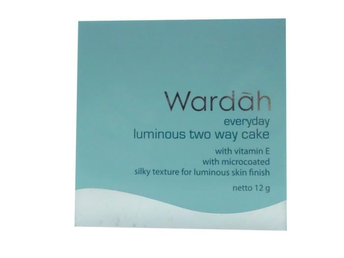 Wardah Everyday Luminous Two Way Cake02 Beige Raisya Update Daftar Source · WARDAH EVERYDAY LUMINOUS TWO WAY CAKE 04 LIGHT IVORY 12GR