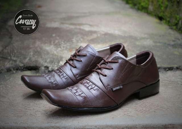 harga Sepatu pria cevany pantofel samakh brown 100% kulit asli formal kerja  Tokopedia.com 965684ff4d
