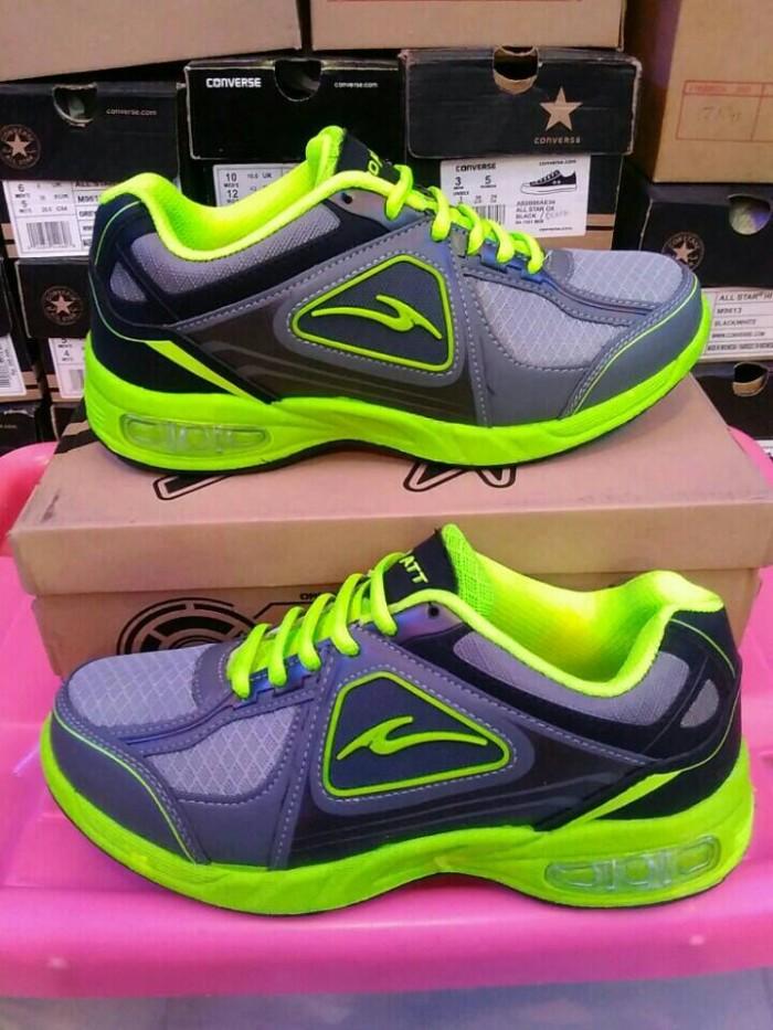 Sepatu Running PRo Att AGR 3002 abu abu hijau .