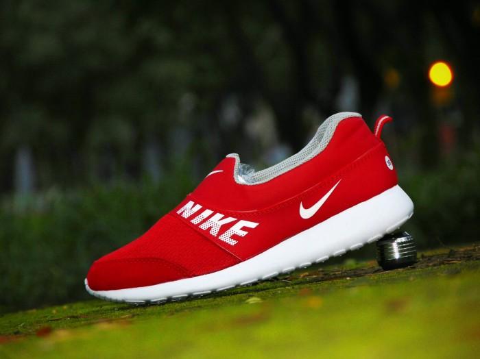 harga Sepatu selop cewek nike slip on/merah putih/casual santai cewek Tokopedia.com