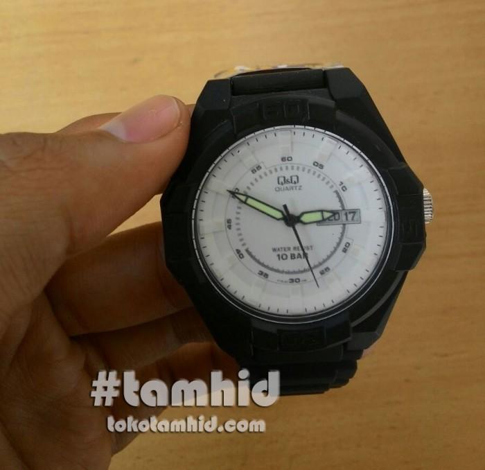 Jam Tangan Pria Q&Q A178J001Y Hitam Plat Putih Original