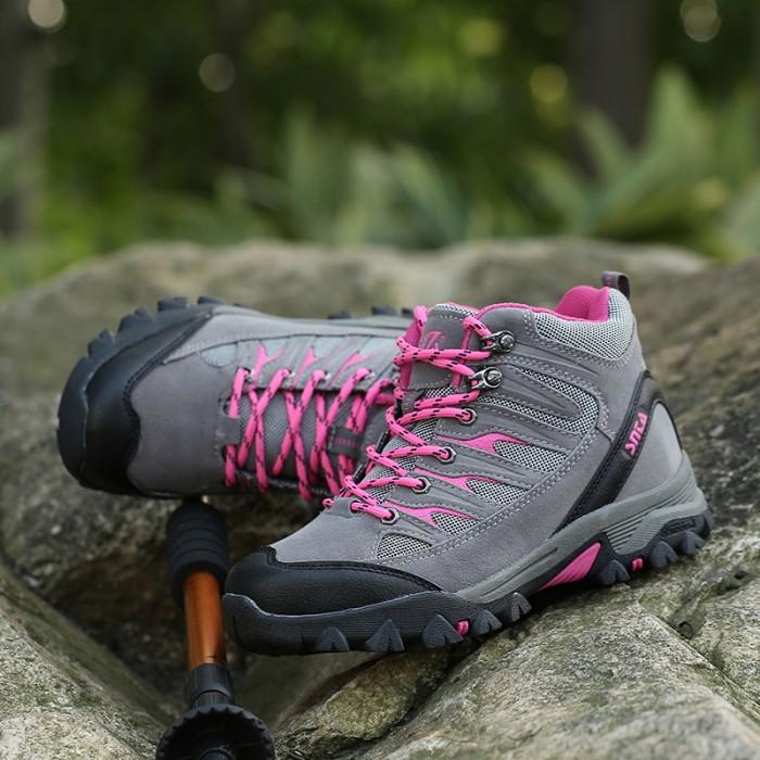Jual Sepatu Gunung Hiking Boot Outdoor SNTA 605 Grey Fuschia - Brave ... 0d58696b91