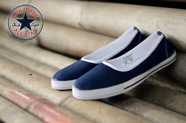 harga Sepatu sneakers casual wanita converse all star slip on biru dongker  Tokopedia.com d568aaaa8a