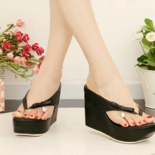 harga Sandal wedges japit jepit hitam mutiara polos 9cm santai jalan Tokopedia.com