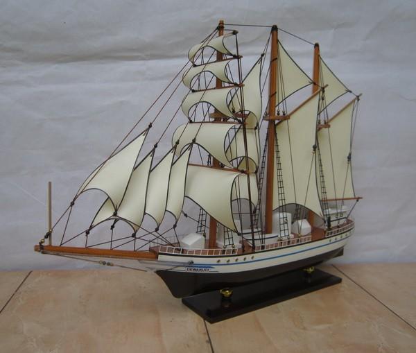 harga Miniatur kapal hadiah kado miniatur kapal layar kri dewaruci 40 cm Tokopedia.com
