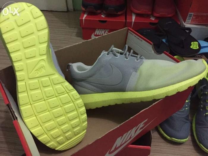 5a911cc88798 cheap sepatu nike rosherun nm br grey volt 65dcc ce6f9