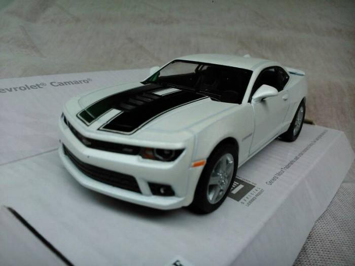 Jual Chevrolet Camaro 2014 Putih Garis Miniatur Mobil 132 Kinsmart