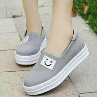 Sepatu Fashion Wanita Flat Eyes Grey Keren Modis Gaya Trend Masa Kini 680d9876b0