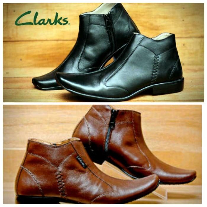 harga Sepatu clarks boot kerja tracking casual pria santai / pantopel formal Tokopedia.com
