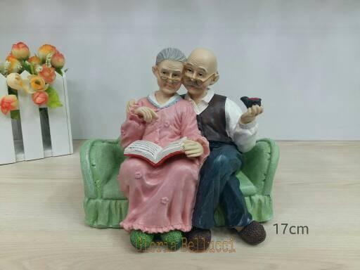 harga Patung pajangan kakek nenek sofa hijau Tokopedia.com