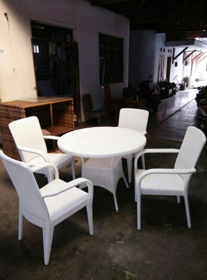 harga Set meja kursi makan rotan sintetis rangka aluminium Tokopedia.com