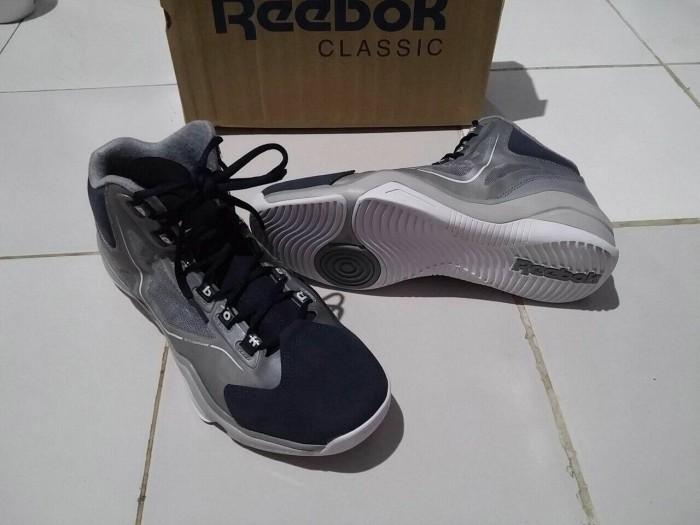 d2b63373edd4 Jual Sepatu Basket Reebok Q96 Allen Iverson Mr Sport Tokopedia