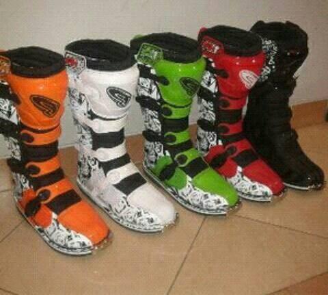 Jual sepatu cross ahrs fh 1 cek harga di PriceArea.com 789f6343d8