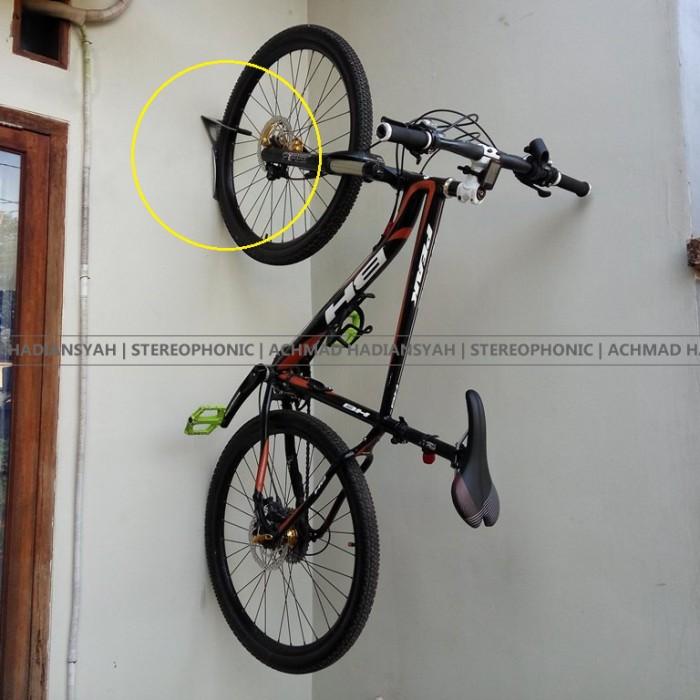 harga Wall bracket beto   hanger bike hook bike   gantungan sepeda dinding Tokopedia.com