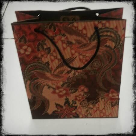 harga Paper bag batik / tas kertas batik tanggung isi @12pcs Tokopedia.com