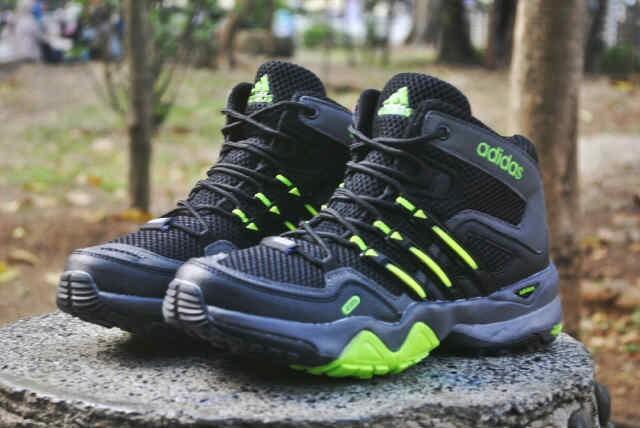 harga Sepatu adidas terrex high outdoor black green Tokopedia.com