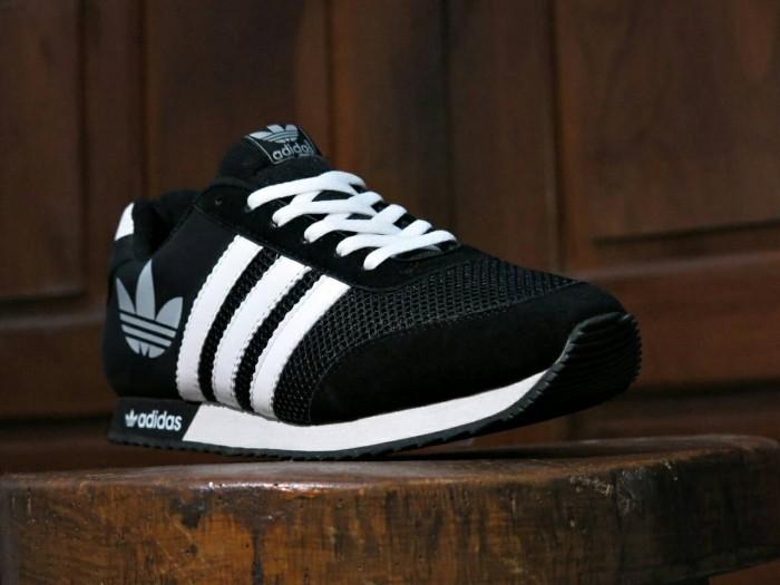 ... harga Sepatu sport adidas v racer classic hitam putih   casual   joging  pria Tokopedia. c0230b085e