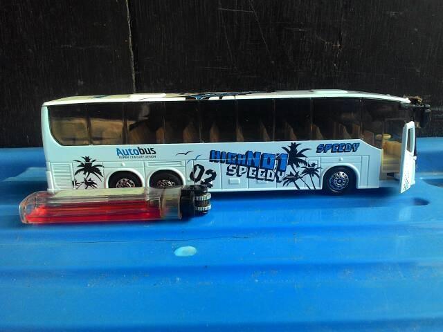 harga Miniatur mobil bus putih Tokopedia.com