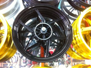 harga Velg racing axio uk 250/350 for vixion,cb150,ninja rr,scorpio,megapro Tokopedia.com
