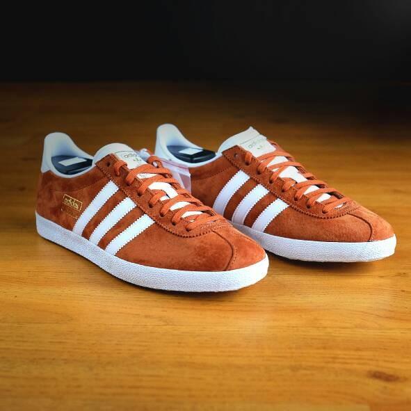 adidas gazelle fox red