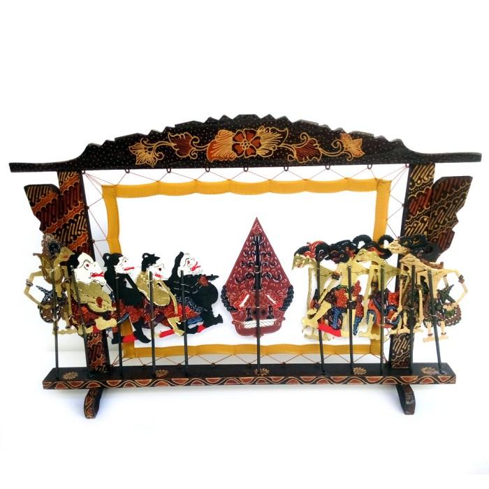 harga Miniatur pagelaran wayang kulit halus - kayu batik Tokopedia.com