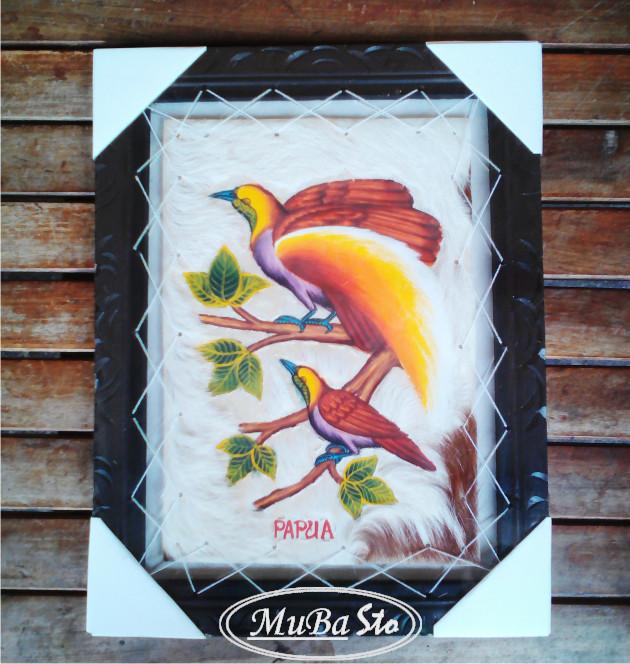 harga Lukisan hiasan dinding burung cendrawasih (papua 2) ukuran 35x45 ukir Tokopedia.com