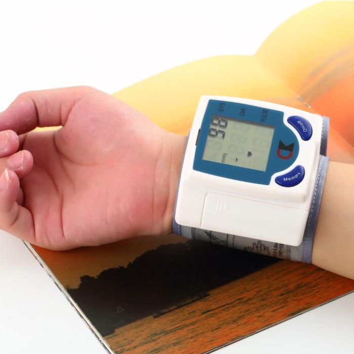 harga Digital blood pressure monitor alat pengukur tensi tekanan darah Tokopedia.com