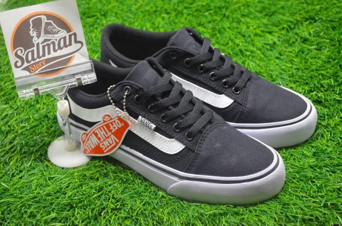 Jual Sepatu Vans Old Skool Hitam - Uneedsport  581d79f651