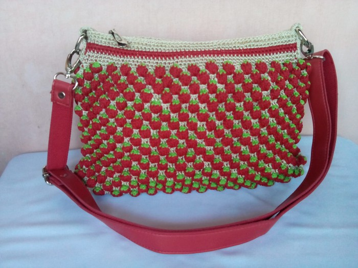 Jual Tas rajut handmade - strawberry sweet - Idekurajut  f8e61a263b