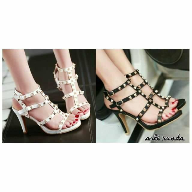 Jual Heels tali spike hitam putih supplier sepatu wanita murah ... f806071ae3