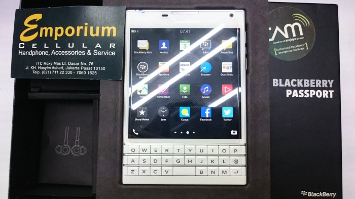 BlackBerry Passport White Bekas