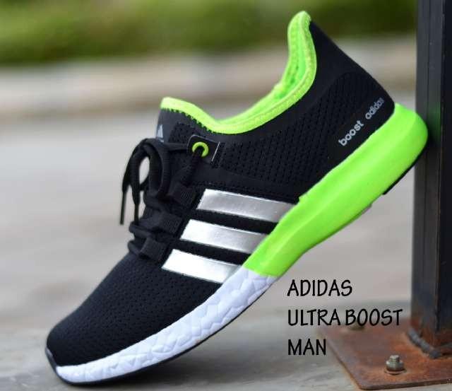 harga Sepatu olahraga pria adidas ultra boost - free 1pasang kaos kaki #3 Tokopedia.com