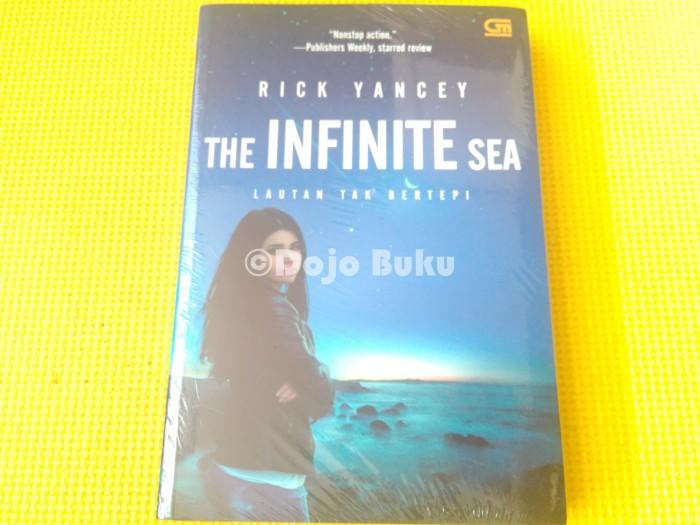 harga The infinite sea ( lautan tak bertepi ) rick yancey Tokopedia.com