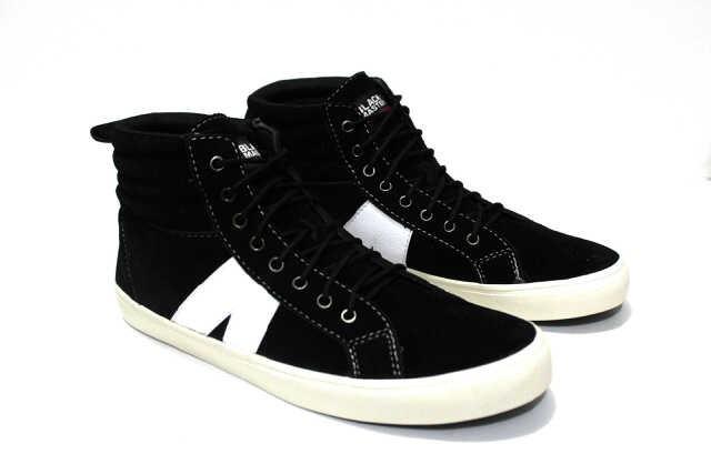 ... harga Sepatu pria casual sneakers black master arl high terlaris    termurah Tokopedia.com 9c2c23fe57