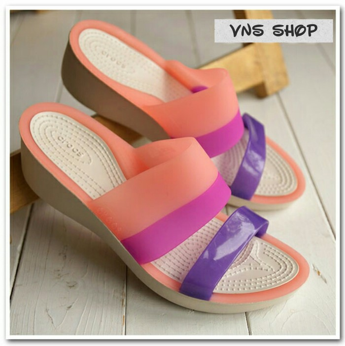harga Sandal crocs colorblock wedges Tokopedia.com