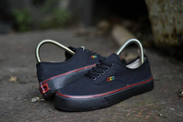 harga Sepatu kuliah sekolah pria vans authentic full black rasta Tokopedia.com