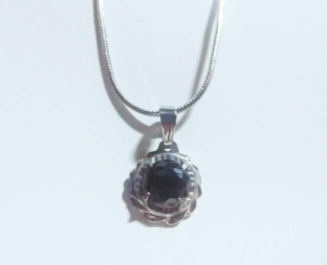 harga Kalung liontin batu black diamon emerald wanita stainles stel Tokopedia.com