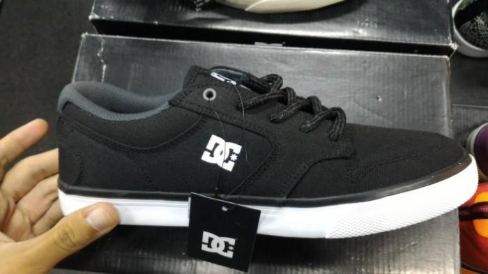 Jual Sepatu Skate DC Nyjah Vulc TX Black White Original ... 4496c3e8ba