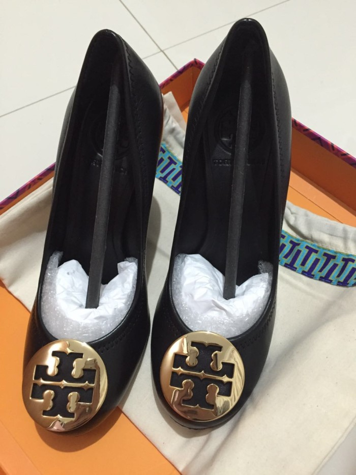 Jual Sepatu Tory Burch Sally Wedge Black Gold Sz 5.5 58b8b6b1fe