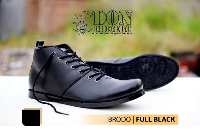 harga Sepatu don dhicero brodo fullblack casual pria Tokopedia.com
