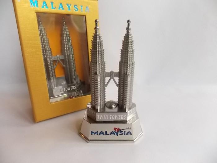 harga Pajangan miniatur petronas tower (12cm)  souvenir unik malaysia Tokopedia.com